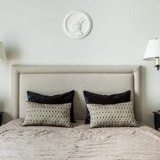 Неиссякаемый источник вдохновения для домашнего уюта: хозяйская спальня в стиле современная классика с белыми стенами