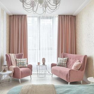На фото: спальня в стиле современная классика с бежевыми стенами, светлым паркетным полом и серым полом с