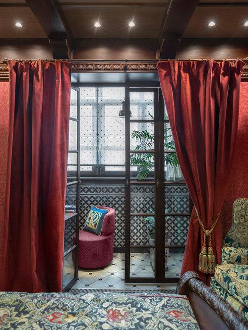 Chambre victorienne avec un mur rouge photos et id es for Taille minimum d une chambre