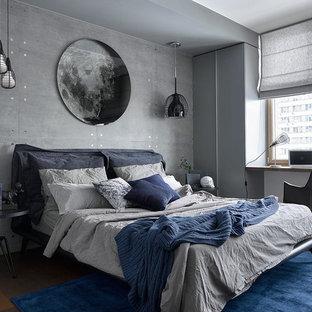 На фото: спальня среднего размера в современном стиле с белыми стенами, темным паркетным полом и коричневым полом с