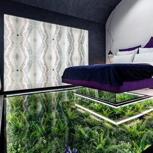 Foto de dormitorio principal, ecléctico, de tamaño medio, con paredes grises y suelo verde