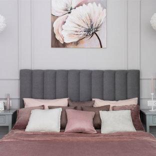 Пример оригинального дизайна: хозяйская спальня среднего размера в современном стиле с серыми стенами