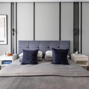Источник вдохновения для домашнего уюта: спальня среднего размера в современном стиле с белыми стенами, паркетным полом среднего тона и бежевым полом
