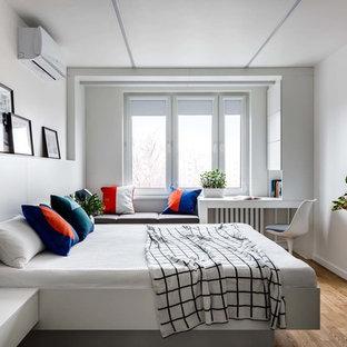 На фото: маленькая хозяйская спальня в современном стиле с белыми стенами, паркетным полом среднего тона и коричневым полом
