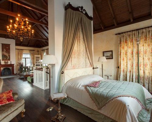 chambre victorienne avec un sol en bois fonc photos et id es d co de chambres. Black Bedroom Furniture Sets. Home Design Ideas