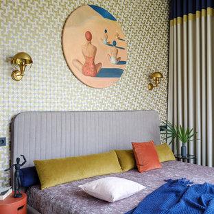 На фото: спальня в морском стиле с разноцветными стенами с