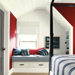 Идея дизайна: спальня в морском стиле с красными стенами
