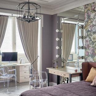 На фото: спальня в стиле современная классика с фиолетовыми стенами, паркетным полом среднего тона и серым полом