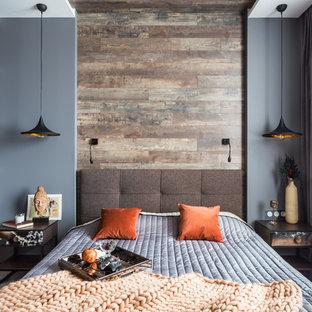 Свежая идея для дизайна: хозяйская спальня в современном стиле с серыми стенами без камина - отличное фото интерьера
