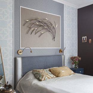 Неиссякаемый источник вдохновения для домашнего уюта: хозяйская спальня в современном стиле с синими стенами