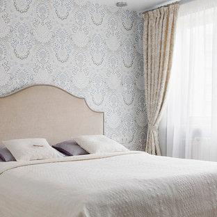 Удачное сочетание для дизайна помещения: маленькая хозяйская спальня в стиле современная классика с серыми стенами - самое интересное для вас