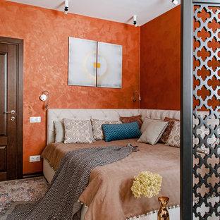 На фото: хозяйская спальня в восточном стиле с оранжевыми стенами, светлым паркетным полом и бежевым полом