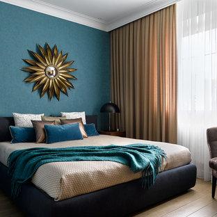 На фото: хозяйская спальня среднего размера в современном стиле с паркетным полом среднего тона и синими стенами без камина