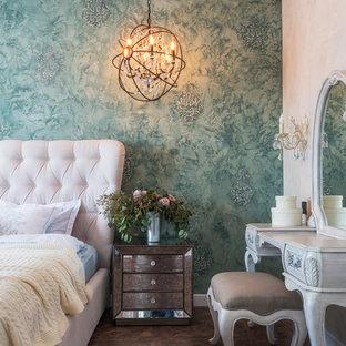 На фото: спальня среднего размера в классическом стиле с зелеными стенами, коричневым полом и темным паркетным полом