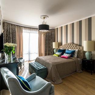На фото: спальня в стиле современная классика с паркетным полом среднего тона, коричневым полом и бежевыми стенами