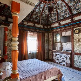 Неиссякаемый источник вдохновения для домашнего уюта: спальня в стиле фьюжн с разноцветными стенами и темным паркетным полом
