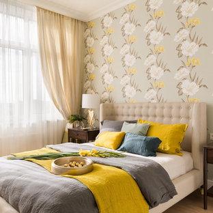 На фото: спальня в стиле современная классика с разноцветными стенами, паркетным полом среднего тона и коричневым полом