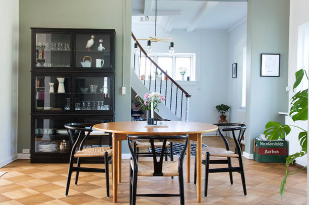 Scandinavian Dining Room by Fotograf Camilla Stephan