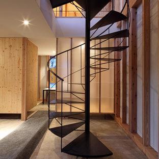 東京23区の和風のおしゃれならせん階段 (金属の手すり) の写真