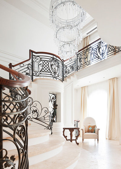 American Traditional Staircase by STUDIOMINT Architecture & Interiors