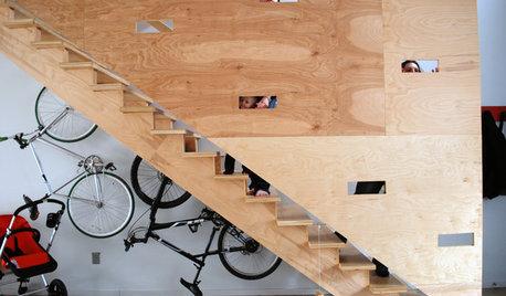 Шаг за шагом: 14 вариантов оформления пространства под лестницей