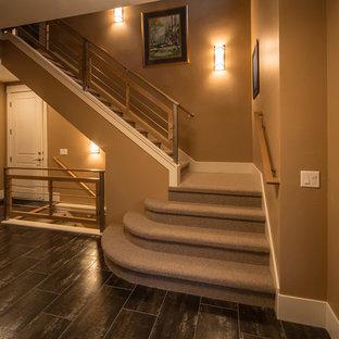 Diseño de escalera en L, actual, pequeña, con escalones enmoquetados y contrahuellas enmoquetadas