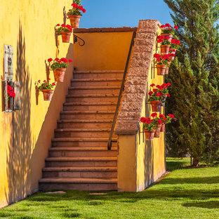 他の地域の中サイズの地中海スタイルのおしゃれな階段の写真