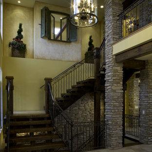 Modelo de escalera mediterránea, sin contrahuella, con escalones de madera
