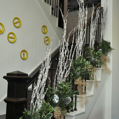 Example of an eclectic staircase design in Houston