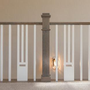 Modelo de escalera recta, clásica renovada, de tamaño medio, con escalones de madera y contrahuellas de madera