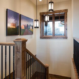 Стильный дизайн: п-образная лестница среднего размера в стиле рустика с ступенями из плитки - последний тренд