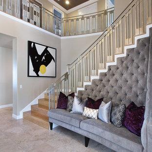 Inspiration för stora moderna l-trappor i trä, med sättsteg i trä och räcke i metall