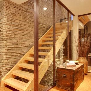 Ispirazione per una scala contemporanea con pedata in legno e nessuna alzata