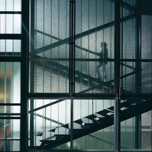 Modelo de escalera en U, contemporánea, de tamaño medio