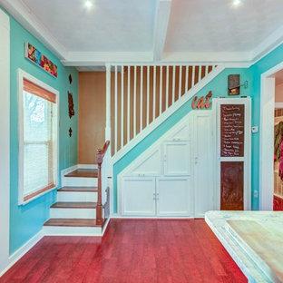 シンシナティのヴィクトリアン調のおしゃれな階段の写真
