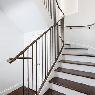 Foto de escalera curva tradicional renovada