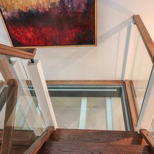 Ispirazione per un'ampia scala sospesa design con pedata in vetro, nessuna alzata e parapetto in vetro