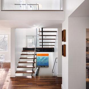Ejemplo de escalera en L, actual, sin contrahuella, con escalones de madera