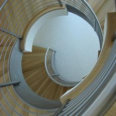 Modern Staircase by DANIEL HUNTER AIA Hunter architecture ltd.