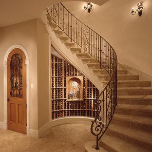 Imagen de escalera curva tradicional