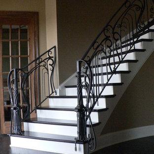 ルイビルの広いエクレクティックスタイルのおしゃれな階段の写真