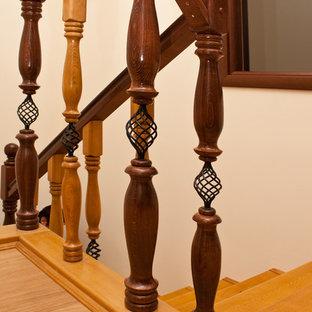 Imagen de escalera romántica, de tamaño medio, con escalones de madera y contrahuellas de hormigón