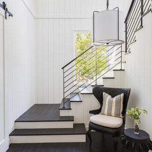 Foto de escalera en L, campestre, con escalones de madera y contrahuellas de madera pintada