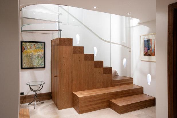 Contemporary Staircase by Matthew Burt Ltd