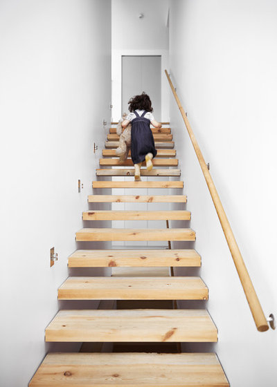 Modern Staircase by Burgers Architecture Inc.