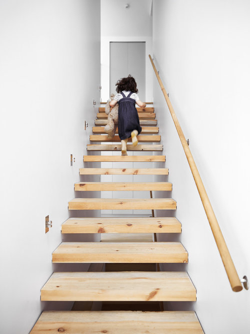 Best enclosed stair design ideas remodel pictures houzz for Enclosed staircase design