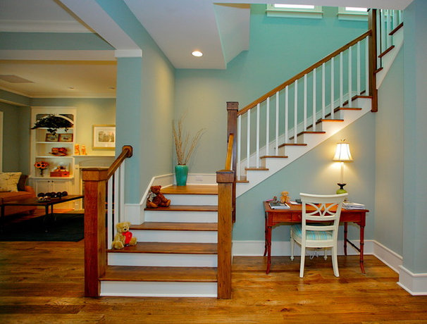 Tropical Staircase by Lendry Homes