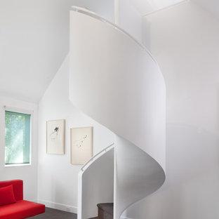 Imagen de escalera de caracol, clásica renovada, pequeña, con escalones enmoquetados y contrahuellas enmoquetadas