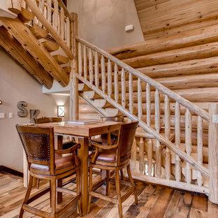 Modelo de escalera en L, rural, de tamaño medio, con escalones de madera y barandilla de madera