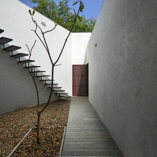 Diseño de escalera suspendida, contemporánea, con escalones de metal